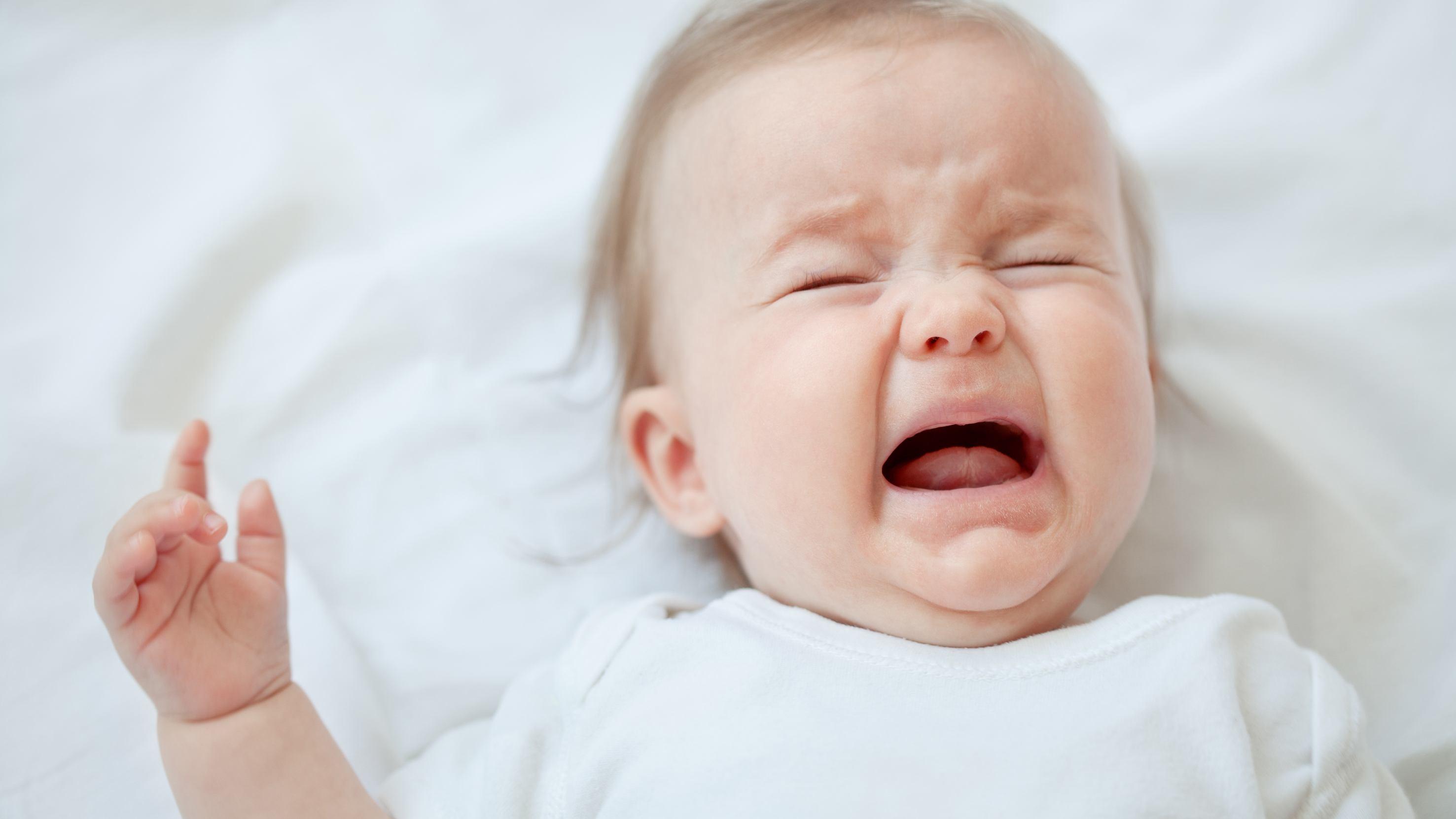 Trẻ thức giấc và khóc lúc nửa đêm là do đâu?