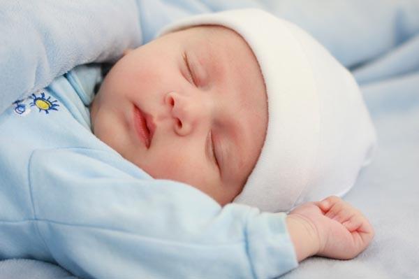 Chăm sóc bé sơ sinh 1 tháng tuổi