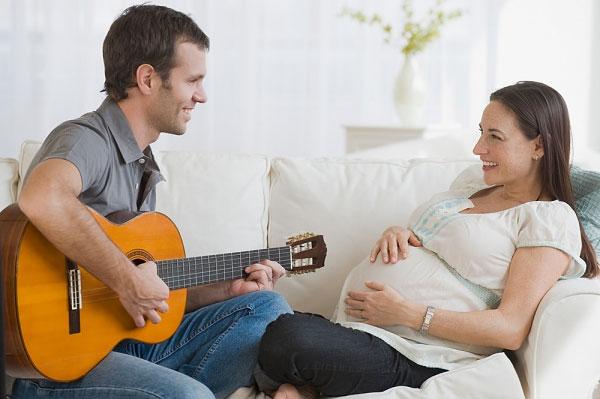 Mỗi ngày nên cho thai nhi nghe nhạc trong bao lâu? Và mấy lần?
