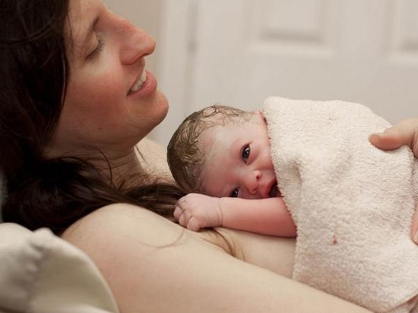 """Sau sinh, mẹ bầu nào cũng đều trải qua 9 khó khăn """"cùng cực"""" này"""