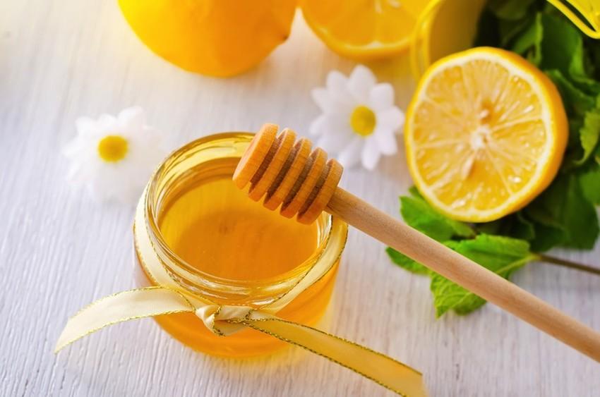 Trị mụn với nghệ mật ong và chanh