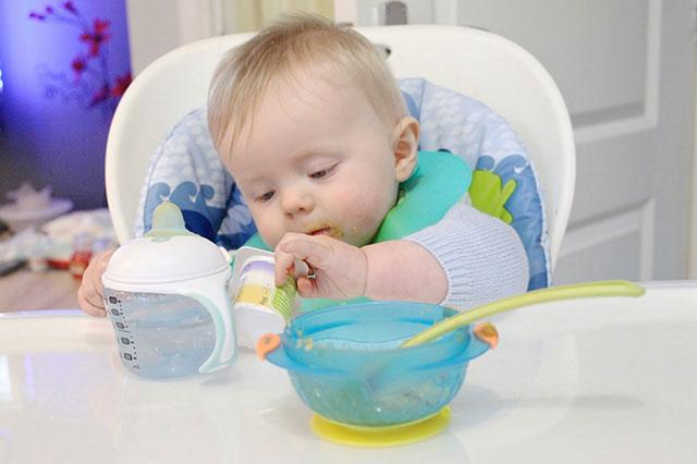 4 nguyên tắc bất di bất dịch khi tập cho bé 6 tháng ăn dặm