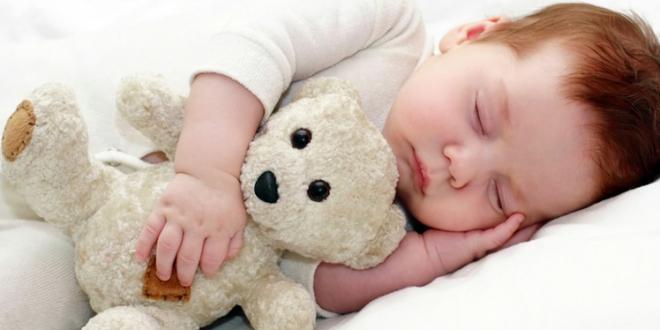 Tại sao người lớn và trẻ nhỏ nên ngủ trước 8h tối